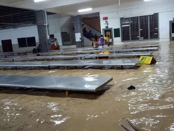 Equipamiento de la Escuela Técnica arrasada por las lluvias en Camboya - 2619