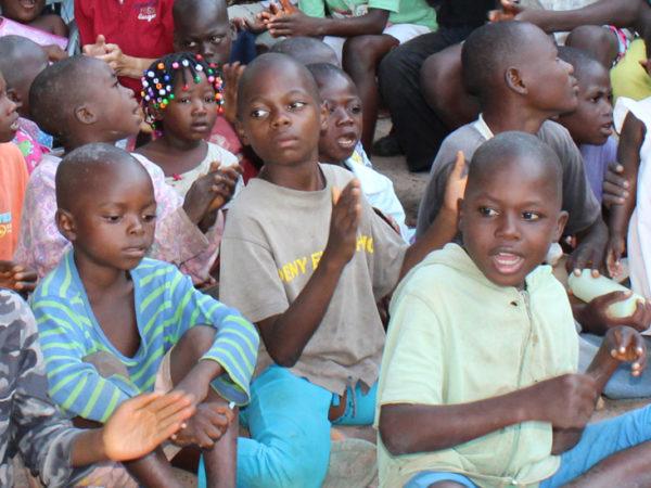 Alimentación y mantenimiento de escuelas durante la pandemia - 2705